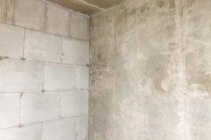 So einfach können Sie Ihre Kalksandsteinwand streichen