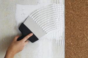 Korkwand kleben – Raumklima und Dämmung verbessern