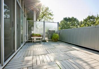 Beliebt Balkon vor Wind schützen - Wissenswertes zu Windschutz aus Plexiglas HS29