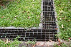 Wo versickert das Wasser aus einer Drainage?