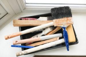 Die Fensterbank neu lackieren – so gelingt es auch Anfängern