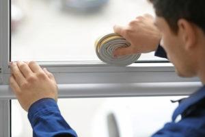 Fensterdichtband anbringen – so dämmen Sie Ihre Fenster bestmöglich