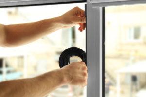 Fensterdichtung anbringen – wann ist es notwendig und wie funktioniert es?