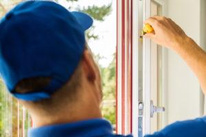 Fenstergriff einstellen – so lässt sich der Griff am Fenster wieder richtig bewegen