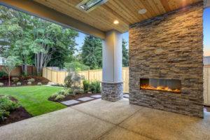 Flecken auf Terrassenplatten – so entfernen Sie auch hartnäckige Flecken