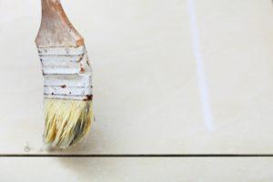 Fugen streichen – wenn Sie eine andere Farbe wünschen, so geht es