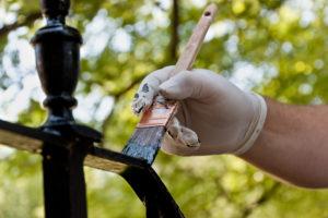 Gusseisen lackieren – so erstrahlen Ihre Schmuckstücke in neuem Glanz