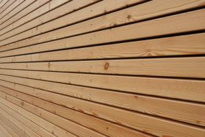 Die typische Fassade aus Lärchenholz wird mit der Zeit grau