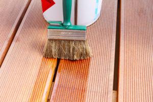 Mit der richtigen Pflege ist Lärchenholz ein langlebiges Holz