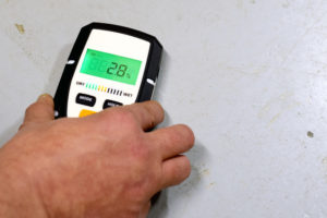 Die Feuchtigkeit im Mauerwerk messen – so machen Sie es richtig
