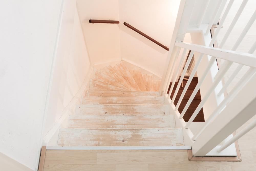teppich-von-treppe-entfernen