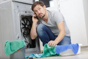 Waschmaschine verliert Wasser – So finden Sie den Fehler