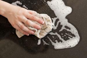 Arbeitsplatten aus Granit reinigen und pflegen