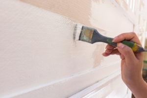 Kalkfarbe streichen oder rollen – welche Methode ist richtig?