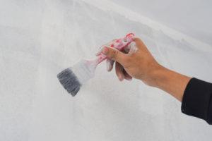 So gestalten Sie mit natürlicher Kalkfarbe eine perfekte Wand