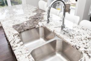 Kalkflecken auf Granit – so verhindern Sie die Ablagerungen