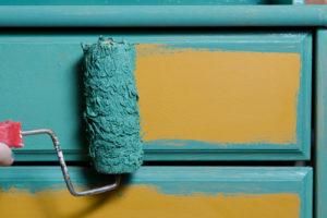 Schrank streichen ohne Schleifen – so machen Sie es richtig