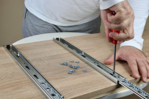 Schublade einbauen – die Schritt für Schritt Anleitung