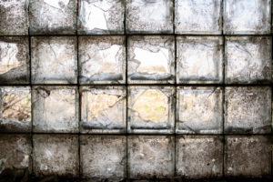 So entfernen Sie Glasbausteine