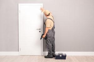 Was tun, wenn die Haustür nicht richtig schließt?