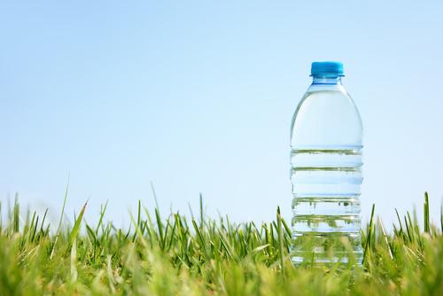 plastikflasche-geruch-entfernen
