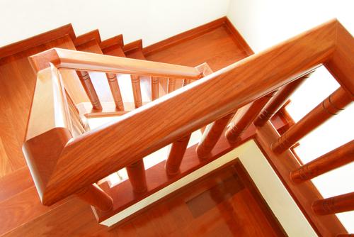 treppengelaender-holz-selber-bauen
