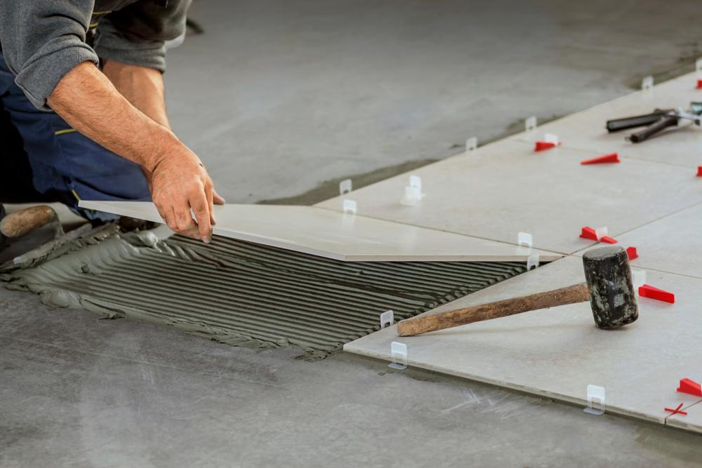 betonboden-fliesen-verlegen