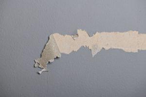 Raufasertapeten reparieren – die besten Tipps
