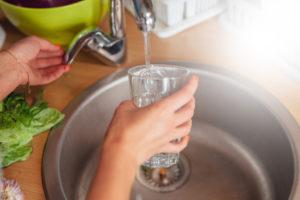 Ist das Trinken von Leitungswasser gesund oder ungesund?